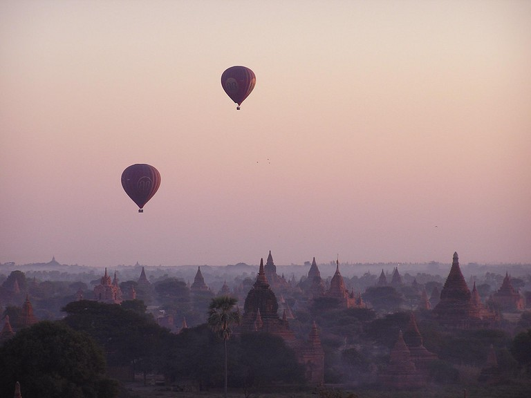 Bagan sunrise w balloons