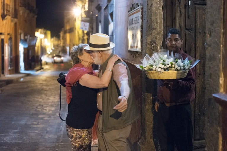Couple kissing in San Miguel de Allende