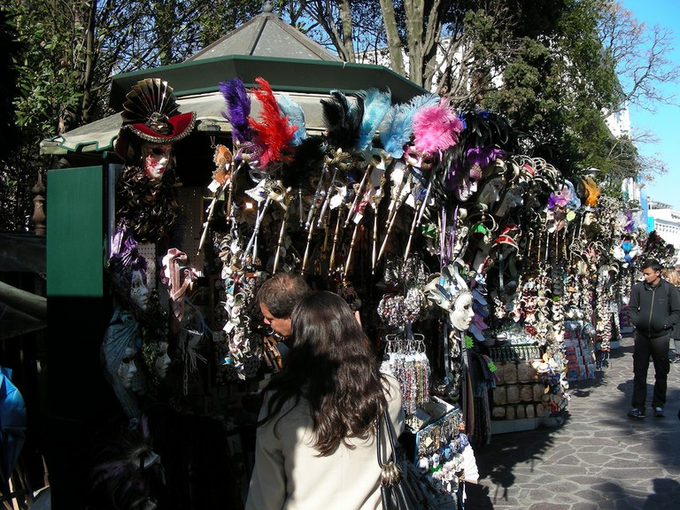 Kiosks selling trinkets
