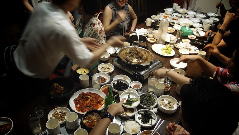 A convivial Korean meal © Yosomono