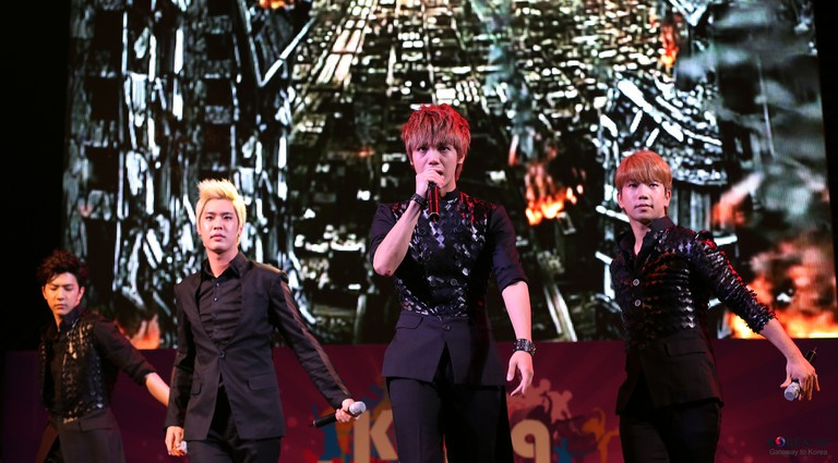 MBLAQ performs at Cheonggyecheon Plaza