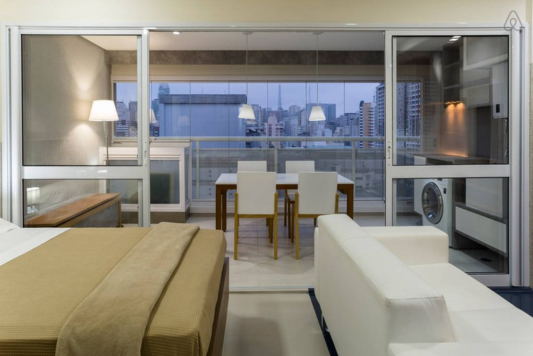 "<a href=""https://a0.muscache.com/im/pictures/af515689-833f-4fe8-b400-20e82b36fa5b.jpg"">Modern apartment close to Paulista Venue 