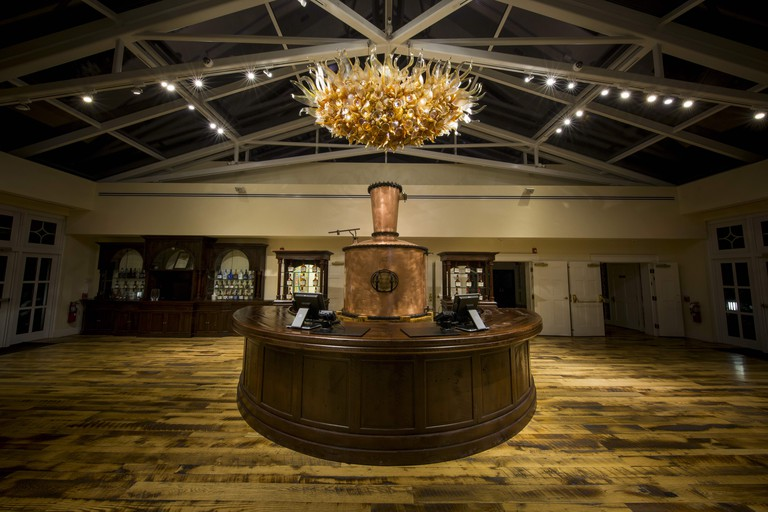 """Chihuly's """"Amber and New Oak Chandelier"""" at Maker's Mark"""