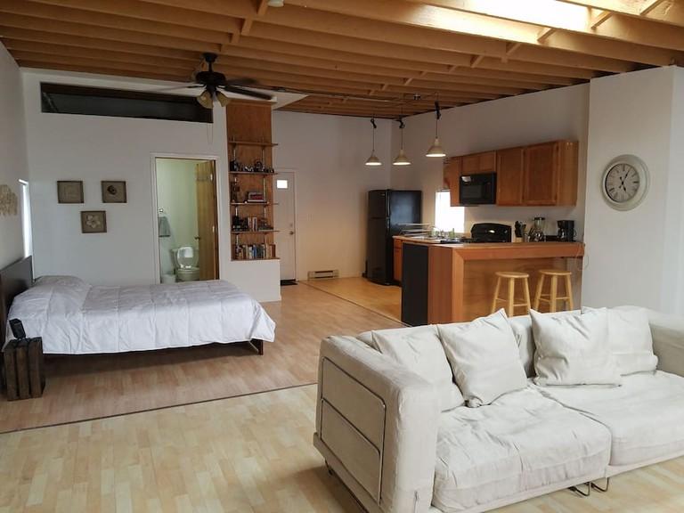 Cozy apartment in vibrant Pilsen | © Courtesy of Priti & Osei/Airbnb