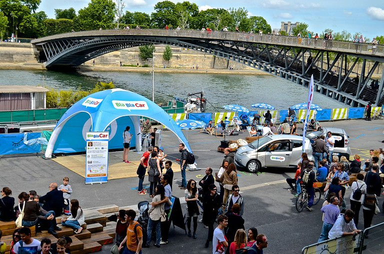 BlaBlaCar promotional event by the Seine │© David McSpadden / Wikimedia Commons