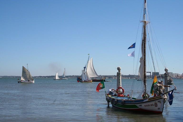 https://pixabay.com/es/barcos-r%C3%ADo-tajo-tur%C3%ADstico-683630/