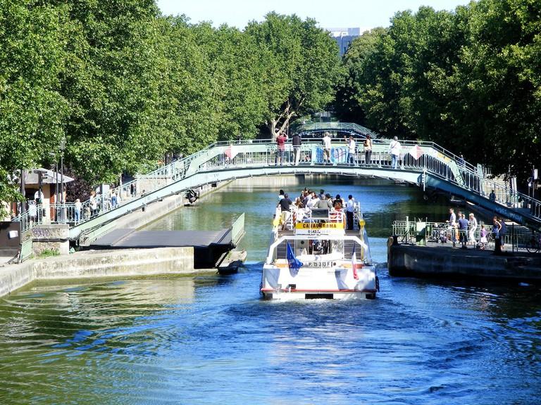 Canauxrama on the Canal Saint-Martin│© Jmpoirier1 / Wikimedia Commons