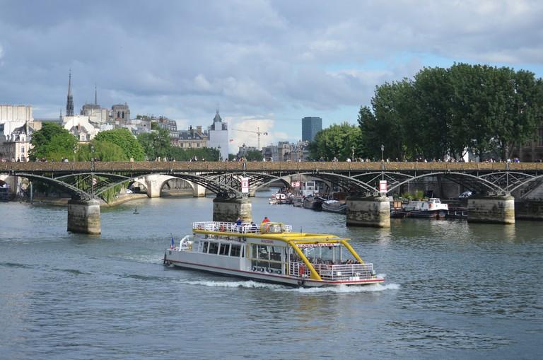 Canauxrama on the Seine │© David McSpadden / Wikimedia Commons