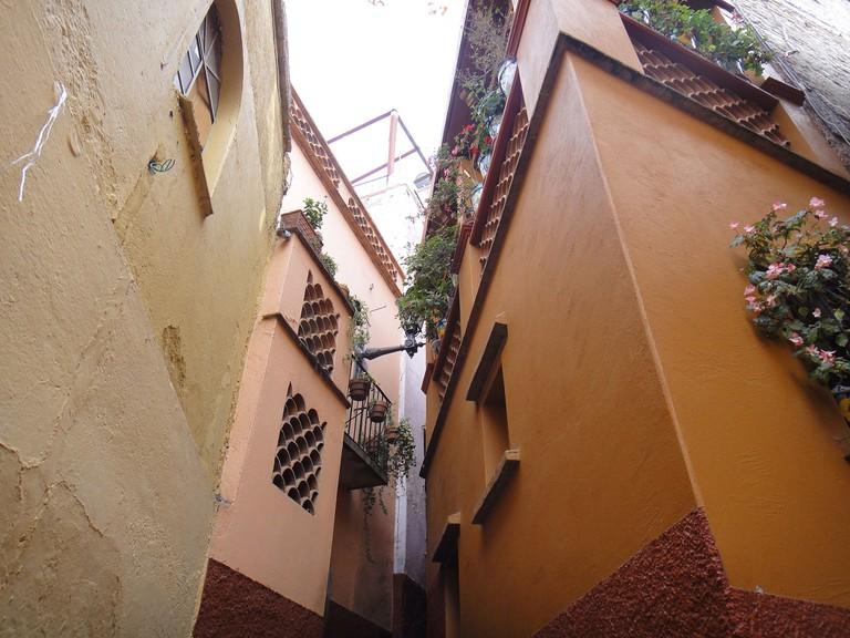 Guanajuato's famous kissing alley
