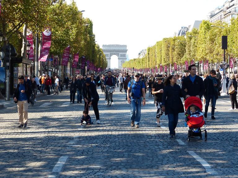 Champs-Élysées, Paris sans voitures 2015 │© Ulamm / Wikimedia Commons