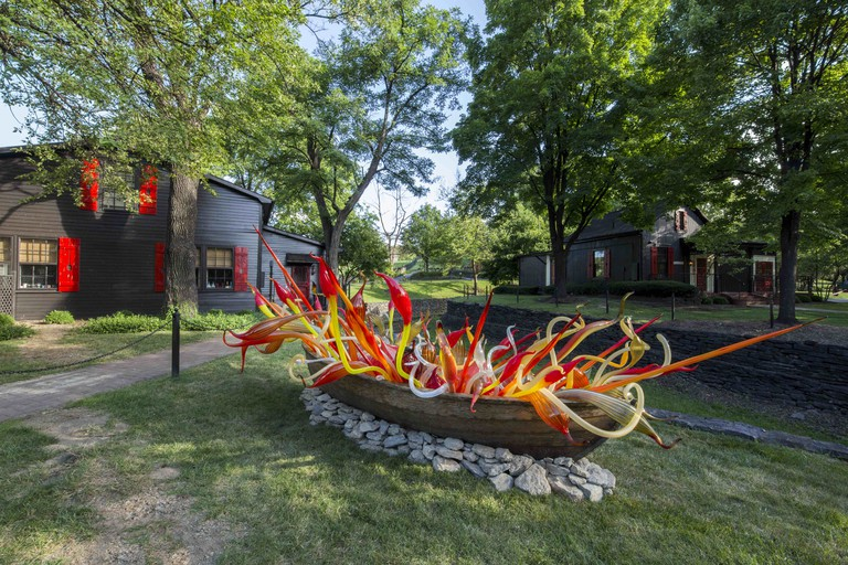"""Chihuly's """"Crimson and Chestnut Fiori Boat"""" at Maker's Mark"""