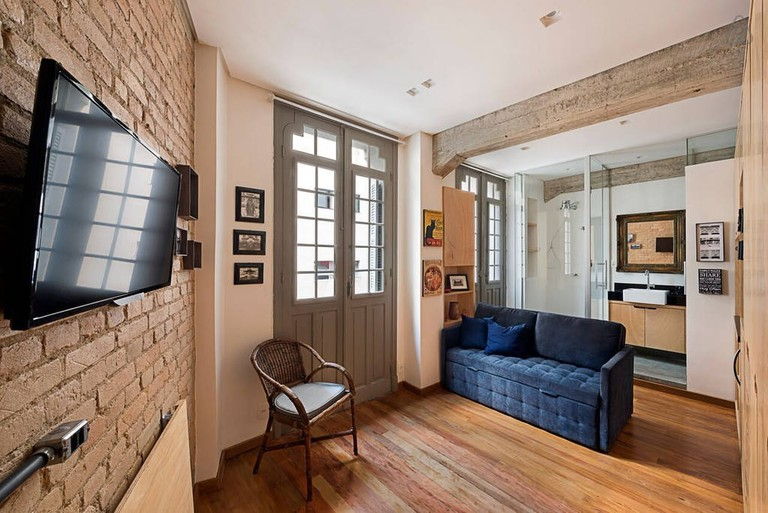 "<a href=""https://a0.muscache.com/im/pictures/e4cd3c5e-1f00-46fb-8eec-f55e3198bb91.jpg"">Flat in a historic building 