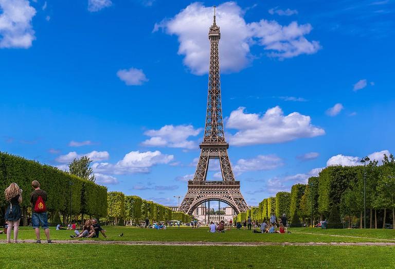 Eiffel Tower from the Champ de Mars │© Tommie Hansen / Wikimedia Commons