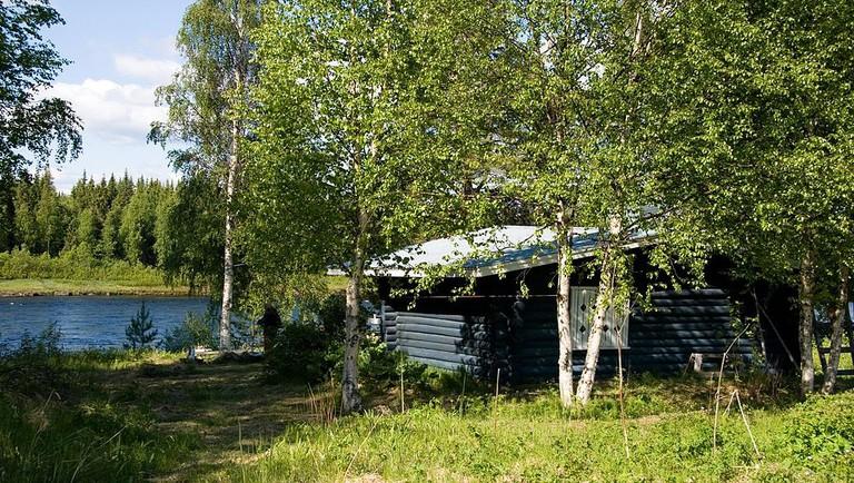 A Finnish lakeside cottage/ Wikicommons