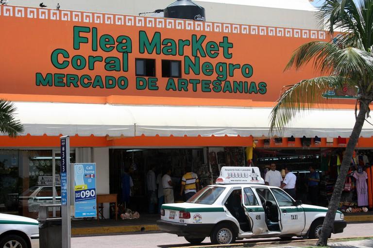 Flea Market Coral Negro Cancun