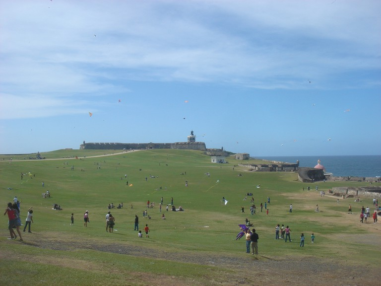 Flying kites on El Morro Castle's lawn