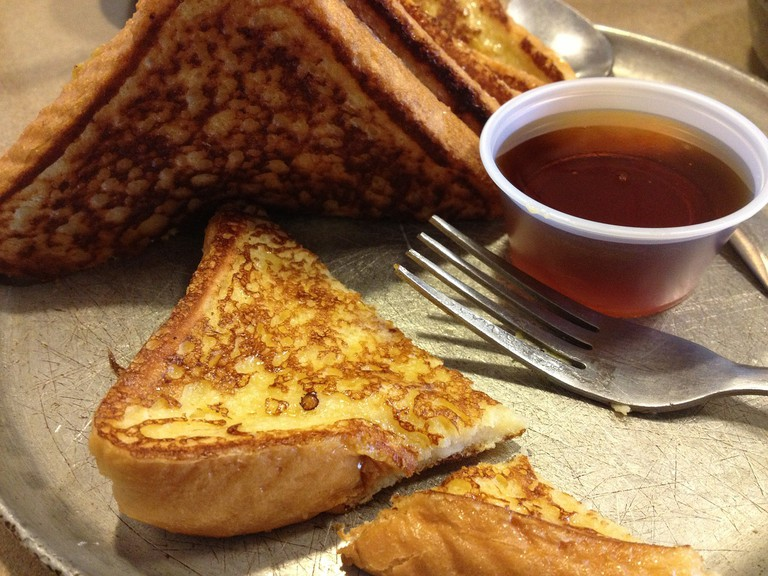 Try the French toast while visiting Doçaria Almeixar I