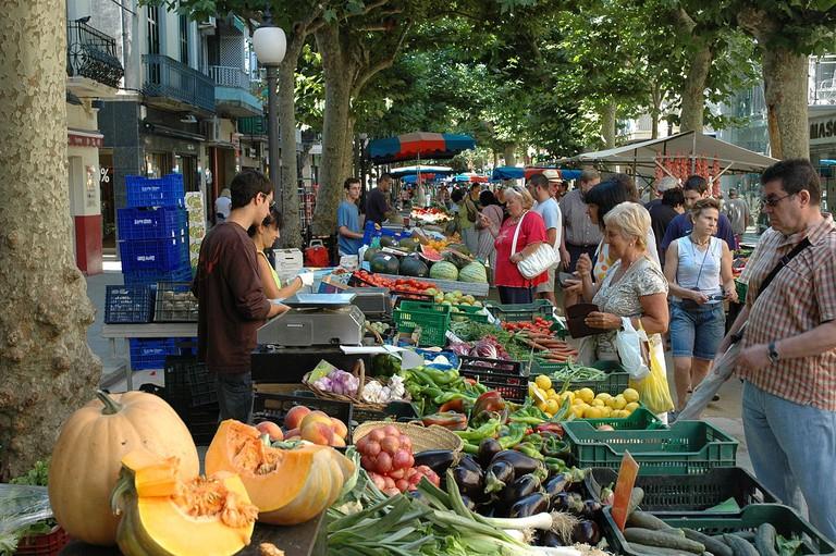 fruit and vegetable market | ©Josep Renalias / Wikimedia Commons