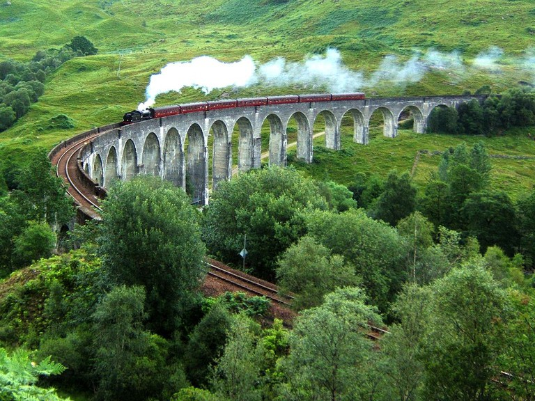 The Jacobite on the Glenfinnan Viaduct | © de:Benutzer:Nicolas17 / Wikimedia Commons