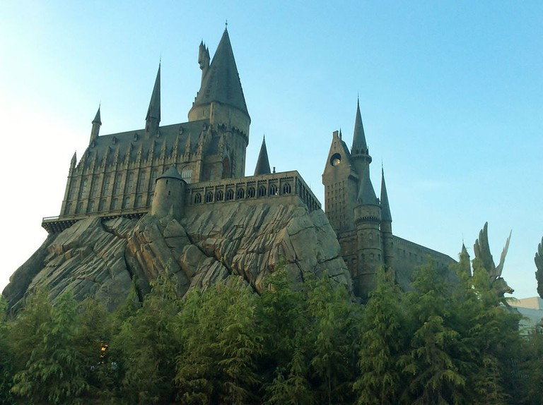 Hogwarts School of Witchcraft and Wizardry in Universal Studios, Japan | © Tokumeigakarinoaoshima / Wikimedia Commons