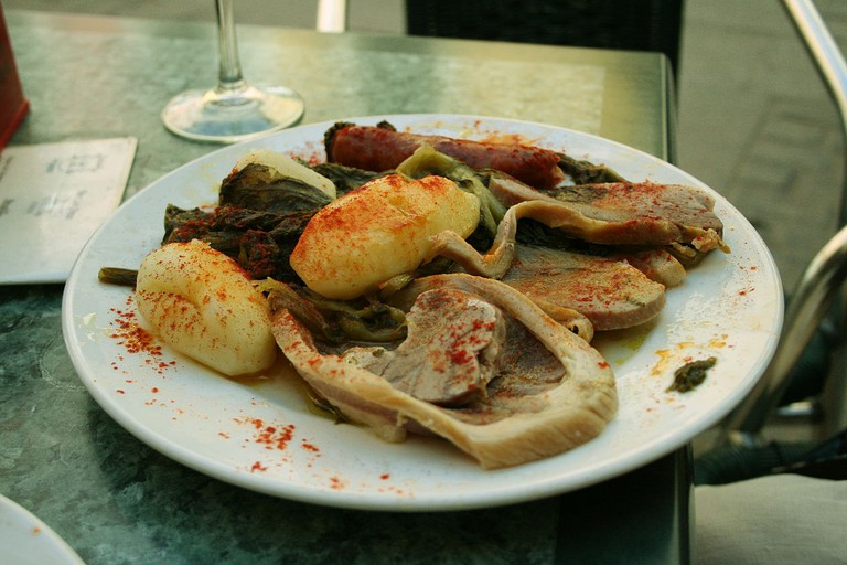 Lacón con Grelos - Galician cuisine | ©Tamorlan / Wikimedia Commons