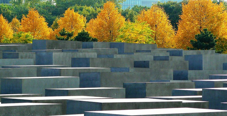 The chilling Jewish Memorial in Berlin | cocoparisienne / Pixabay