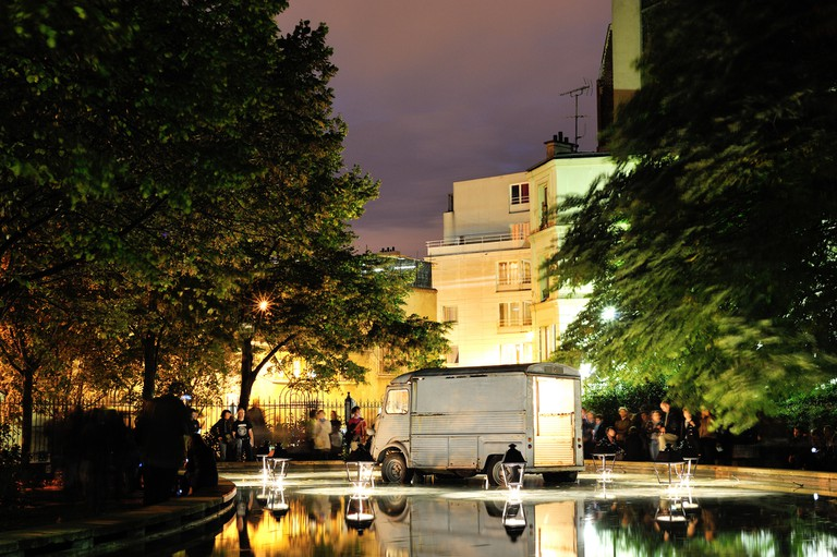 Mon Repos aux Tuileries by Claude Lévêque, Nuit Blanche Paris 2010 │© Rog01 / Flickr
