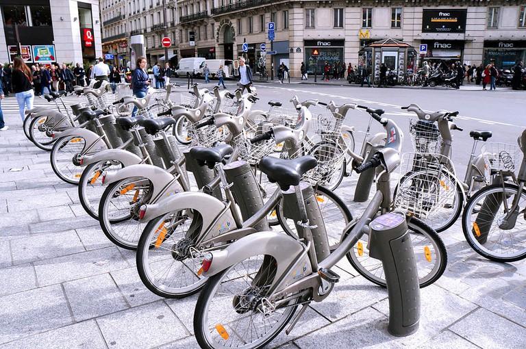 Paris Velib' station │© Mauro Parra-Miranda / Wikimedia Commons