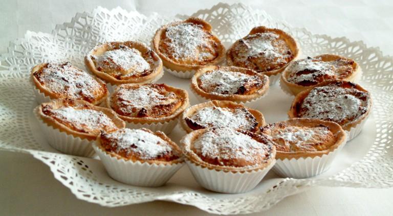 These Pastéis de Amêndoa are among the many treats at Pastelaria Agua Mel.