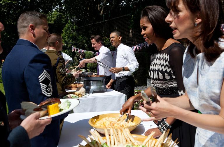 David Cameron, Barack Obama, Michelle Obama and Samantha Cameron serve military families at 10 Downing Street