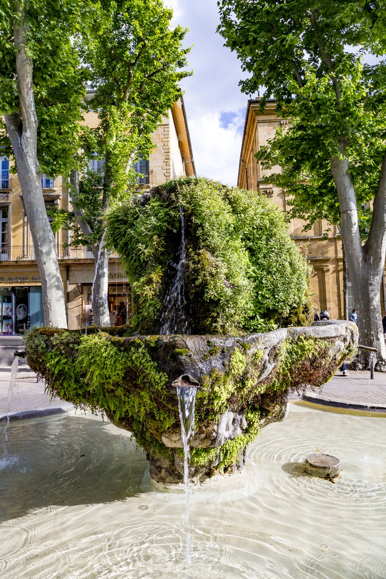 The Fontaine Moussue is situated on the famous boulevard in Aix, Le Cours Mirabeau