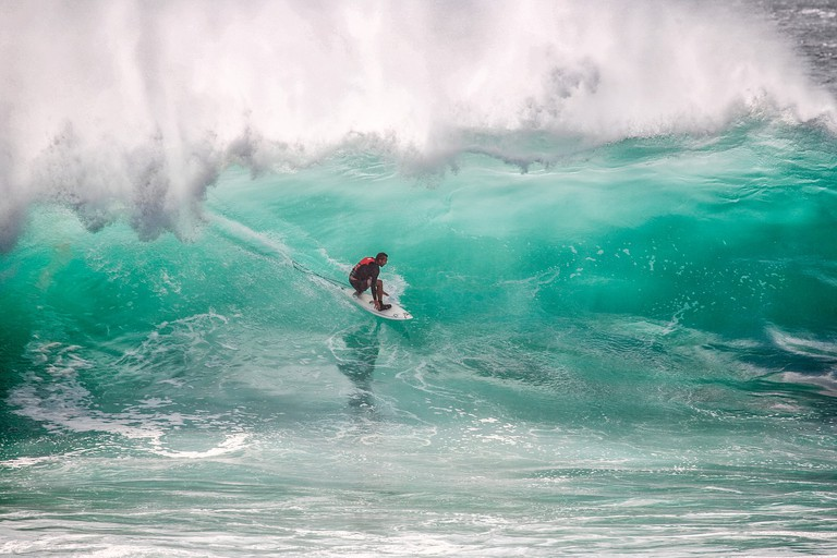 Get to know established groups of surfers