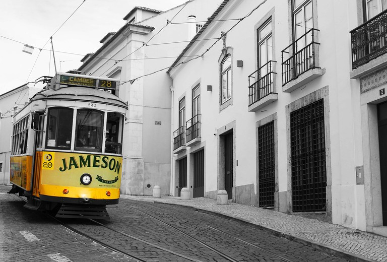https://pixabay.com/es/tranv%C3%ADa-amarillo-lisboa-1489785/