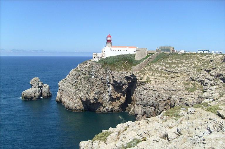 https://commons.wikimedia.org/wiki/File:Cabo_de_S%C3%A3o_Vicente.jpg