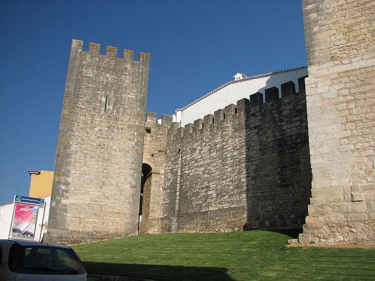 https://commons.wikimedia.org/wiki/File:Loule_Castle_-_The_Algarve,_Portugal_(1399497720).jpg