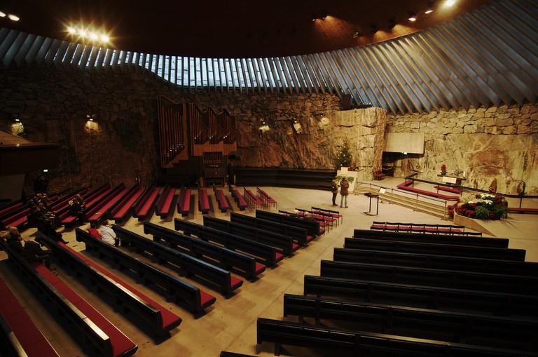 Interior of Temppeliaukio Church / Rob Hurson / Flickr