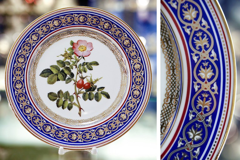 Beautifully decorated plate I Courtesy of the Imperial Porcelain Factory