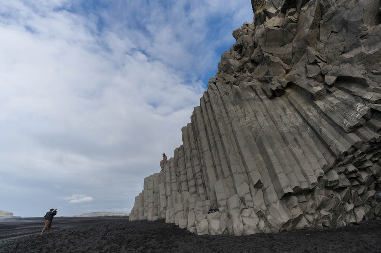 The basalt columns at Reynisfjara beach / Rob Pongsajapan / Flickr