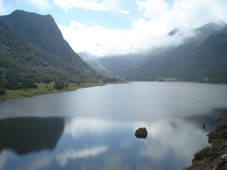 Tranquil waters in Papallacta, Ecuador   © Ximena/Flickr