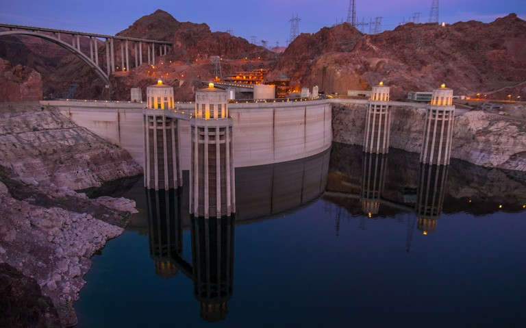 Hoover Dam crosses the Nevada and Arizona state lines. | © Mac H/Flickr