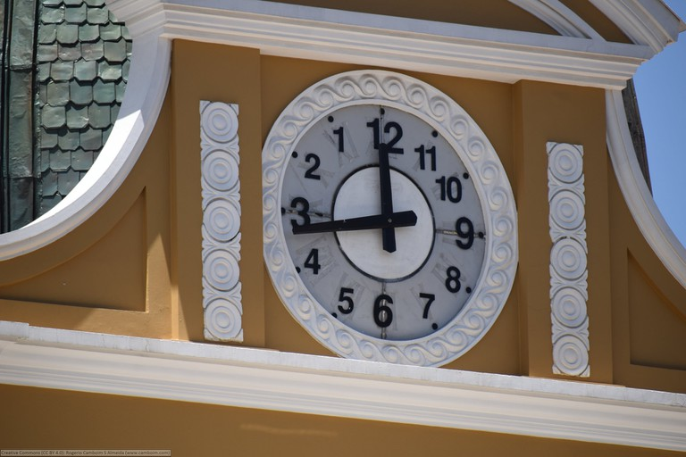 The backwards clock in Plaza Murillo