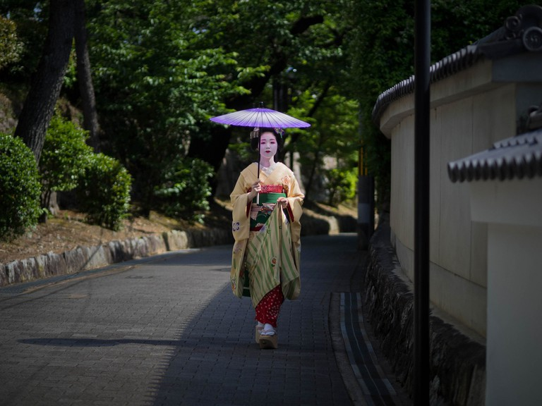The maiko Tomitsuyu at Eishoin Temple