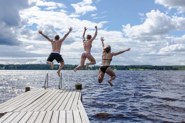Jumping into a lake / Visit Lakeland / Flickr