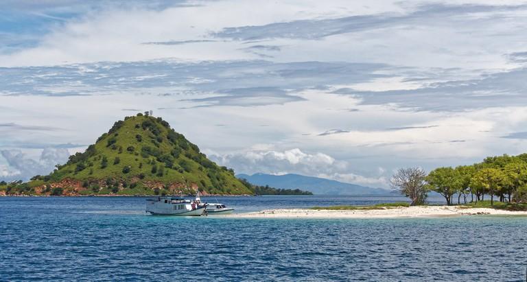 Nearby islands from Komodo