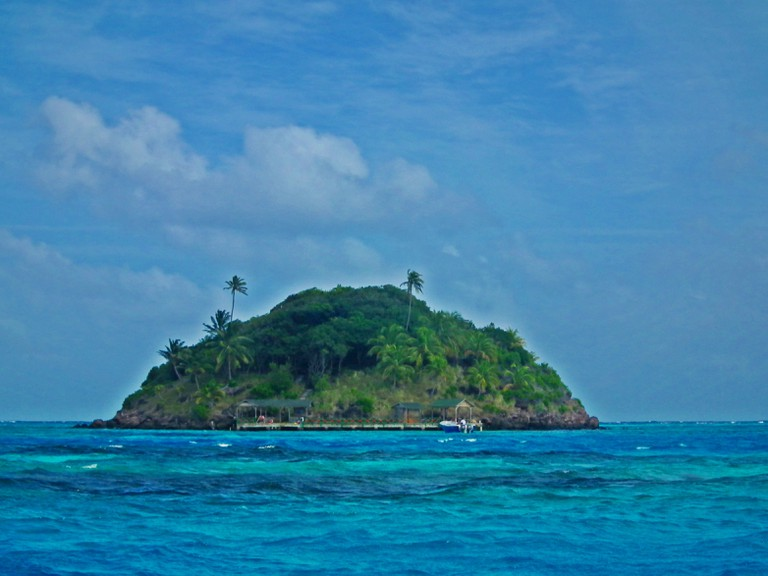 The tiny offshore island of Crab Caye near Providencia