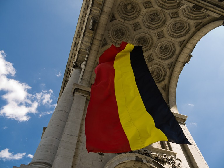 A stretched-out version flying from Brussels' Triumphal Arch | © Francisco Osorio / Flickr