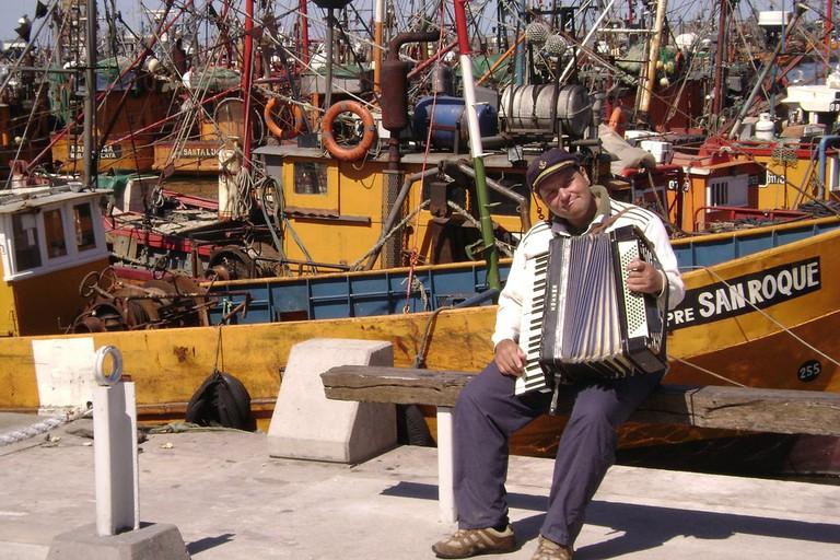 A local musician at the port in Mar Del Plata