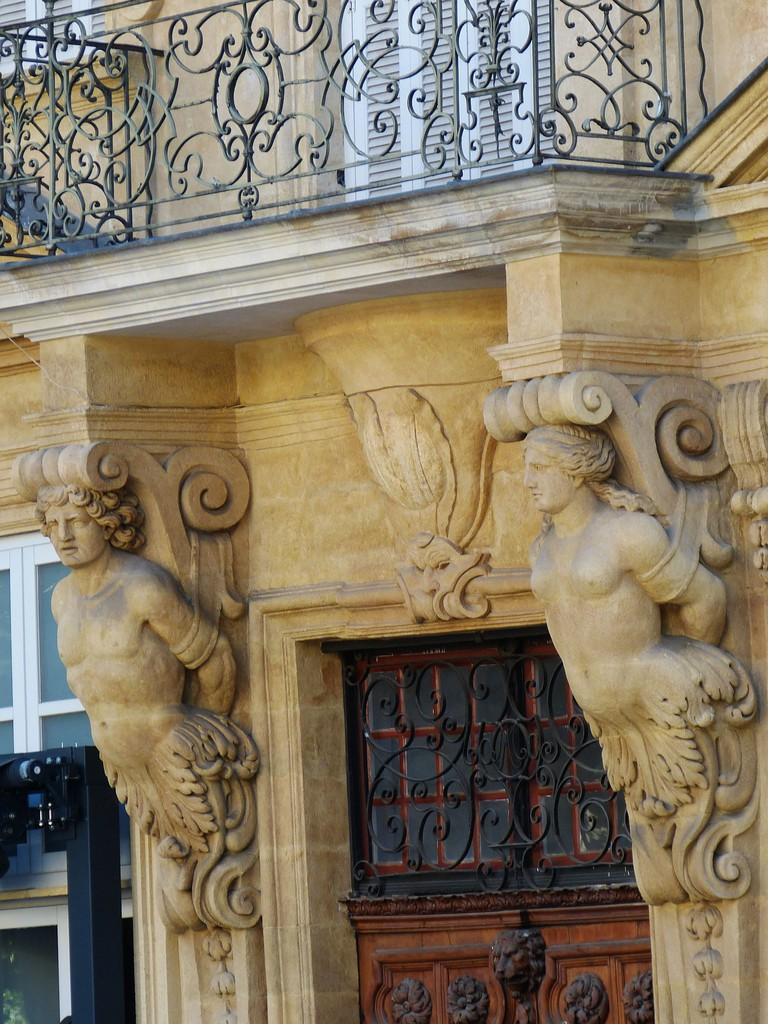 The buildings have a lot of intricate detail on the Cours Mirabeau
