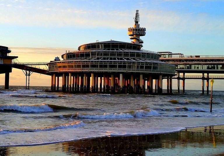 Scheveningen's beach and pier are located on the northern side of Belgisch Park