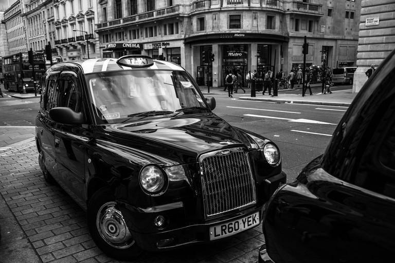 A traditional London black cab / Public domain / Pixabay